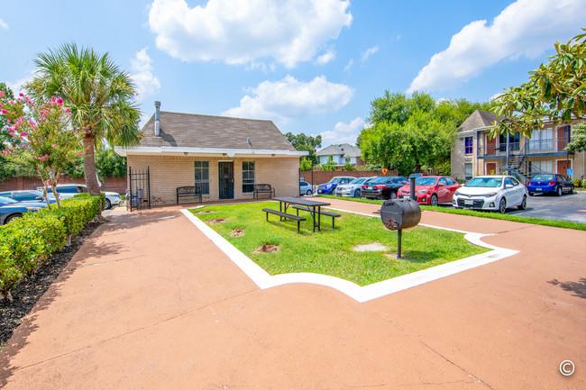 Braeswood Plaza (Sold – 2018)